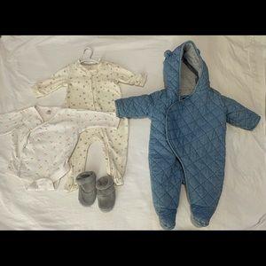 000 unisex Baby Gap onesies and booties